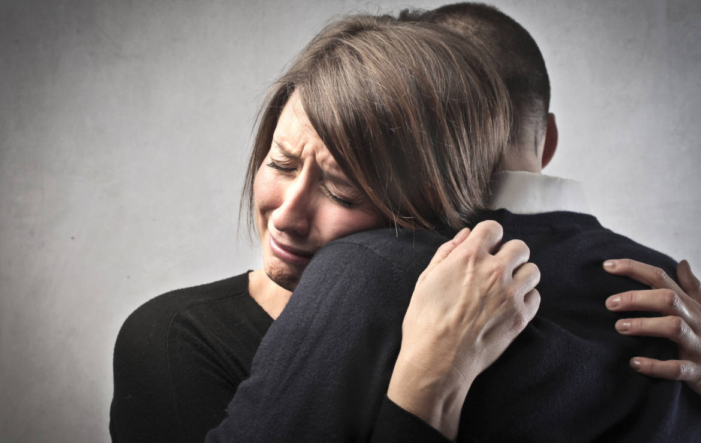 Zdradzić czy być zdradzonym? Czyli gra na dwie ręce i jeden kryzys